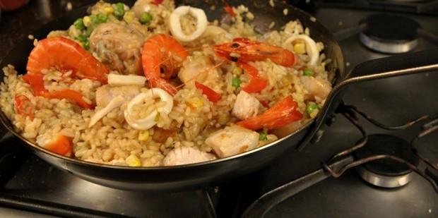 An image of seafood paella