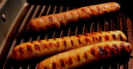Cooking sausages in a griddle pan