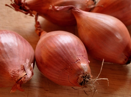 An image of fresh shallots