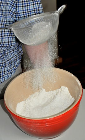 Sifting flout for sweet crust pastry