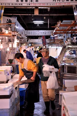 Tsukiji fish market workers