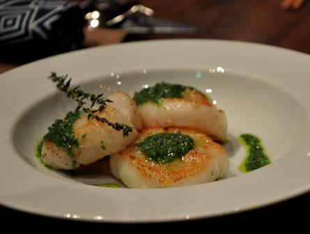 An image of sautéed scallop, garlic butter sauce