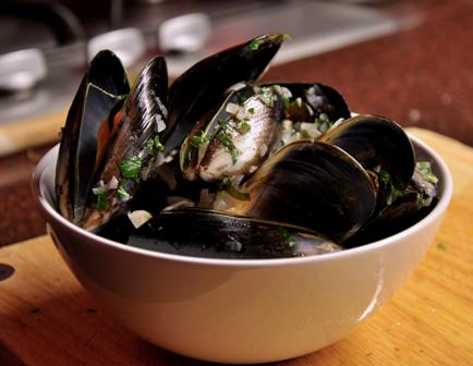 An image of a bowl of moules mariniere
