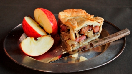 A slice of fidget pie with apple