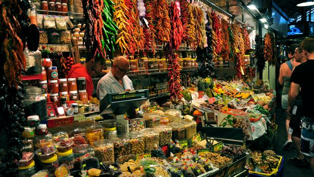 An image of a spice stall at La Boqueria