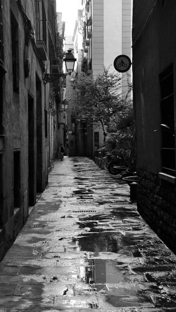 An image of the historic streets of Barcelona