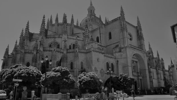 An image of Segovia's cathedral in Spain.