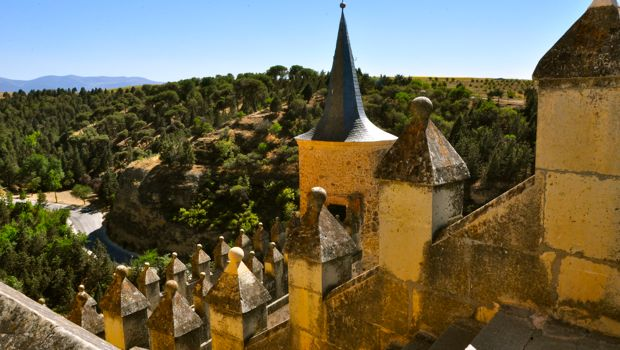 An image of the Alcazar in Segovia, Spain