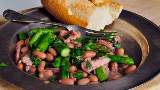 An image of aspargus, bacon and beans with crusty bread