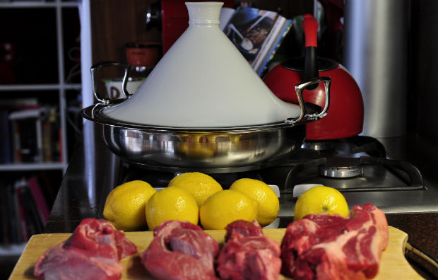 Scanpan tagine with meat and lemons