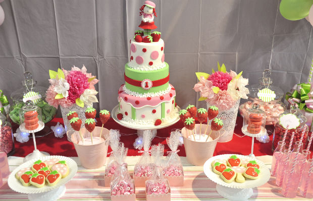Strawberry dessert table showcase - Cake Bake and Sweets 2014