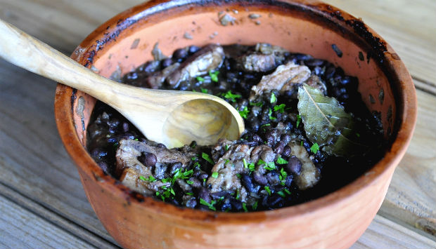 Feijoada in a clay pot