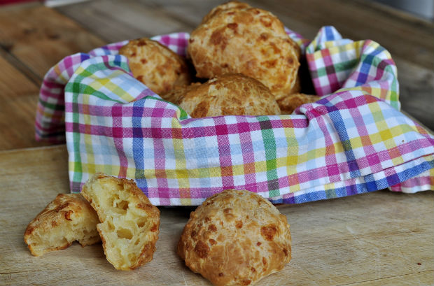 Brasilian cheese bread - pão de queijo