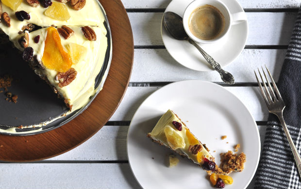 Carrot and pineapple cake with coffee