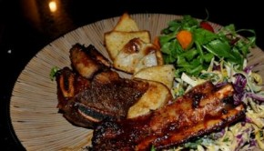 Barbeques pork ribs with spicy wedges