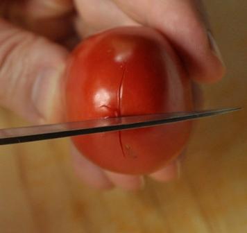 cutting tomato skin for blanching