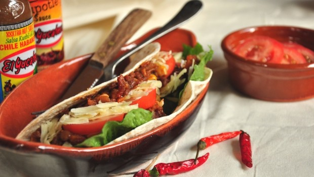 An image of split pea chilli in soft tacos